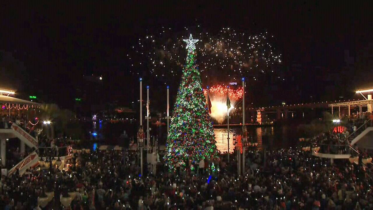 Jacksonville Landing lights Christmas tree