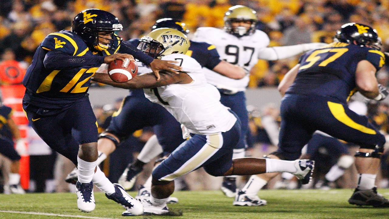 West Virginia Mountaineers QB Geno Smith evades Pittsburgh Panthers 2011