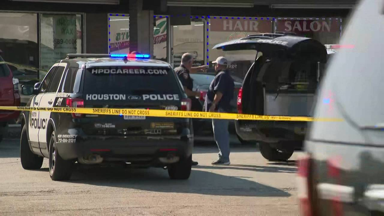 News 2 Know: Man shot after pointing gun at officers, Kylie
