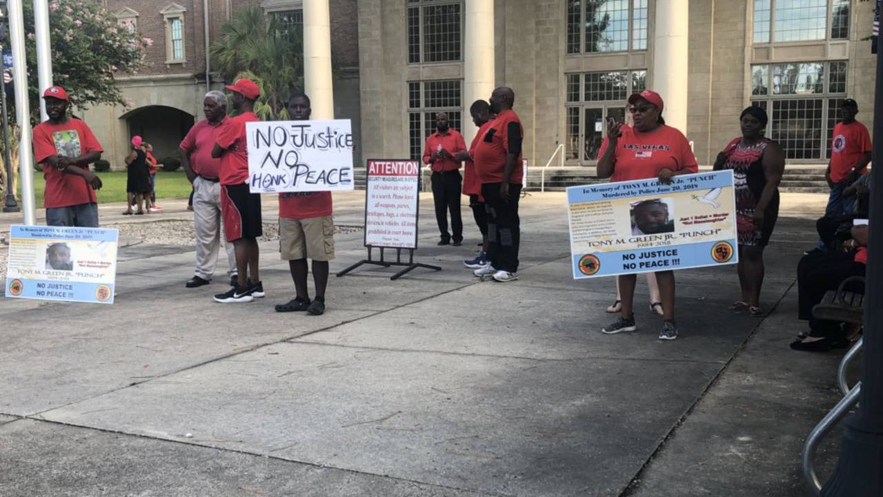 Protest-courthouse