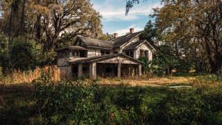 The final days of an abandoned Clay County estate