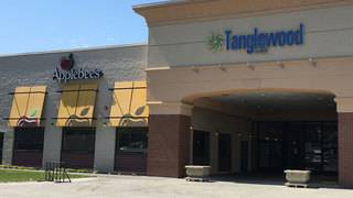 Applebee's at Tanglewood Mall now closed