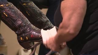 VIDEO: Boot shining brings lost art back to rodeo