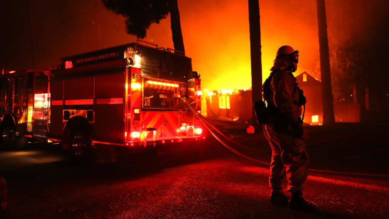 firefighter at house fire, California's Camp Fire07831503-75042528