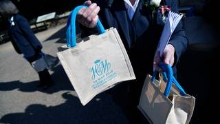 Royal wedding guests selling goody bags for as much as $10,000