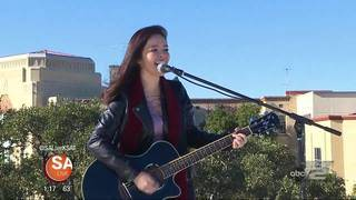 Rooftop Sessions: Elora &amp&#x3b; Gasoline Alley