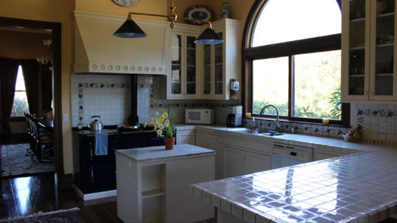 Kitchen-scream-house-101518.jpg