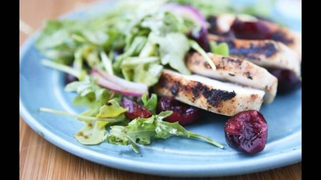 Grilled-Chicken-Arugula-Cherry-Salad-640x410_1542982657186.jpg