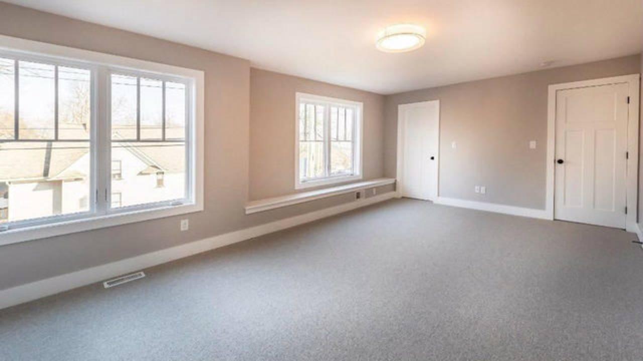 103 W Davis bedroom