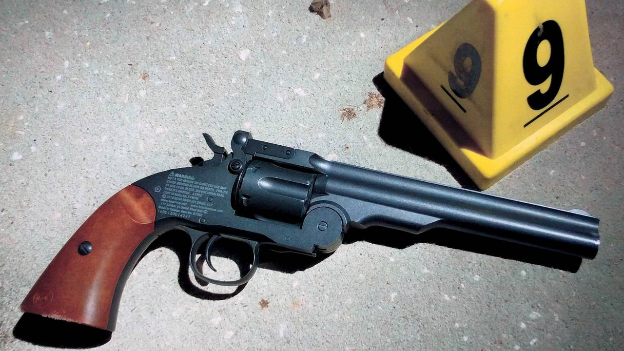 18-year-old carrying revolver replica BB gun shot, killed by