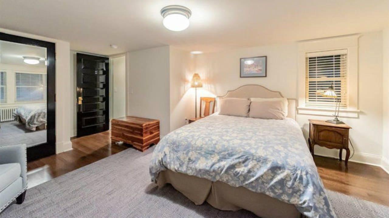 911 Olivia Ave. bedroom