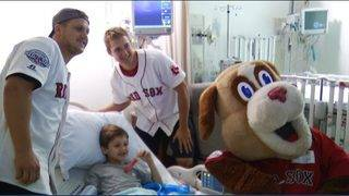 Salem Red Sox mascot, players visit kids in hospital