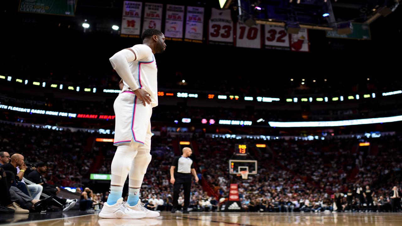 Dwyane Wade first game back with Miami Heat vs Milwaukee Bucks in 2018