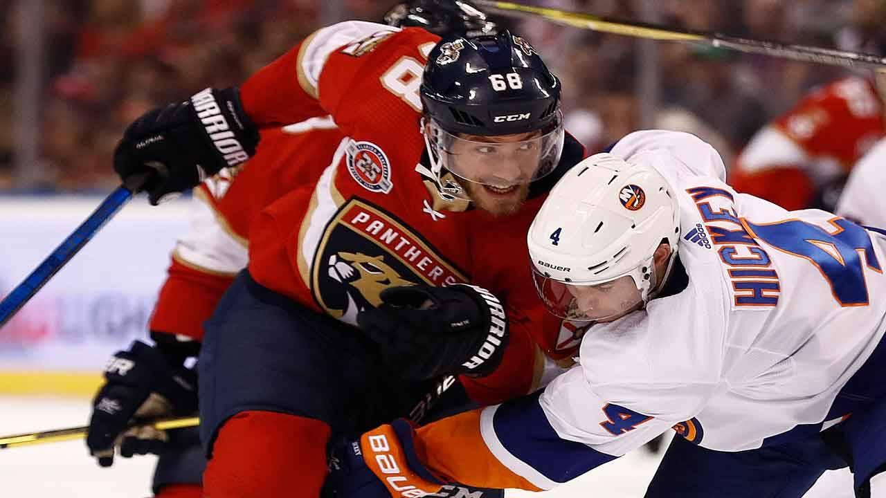 Florida Panthers left wing Mike Hoffman vs New York Islanders