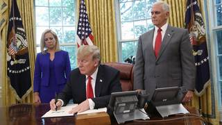 Trump signs executive order to keep migrant families together
