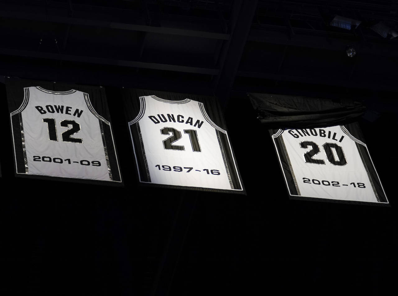 b800829620d Spurs retire Ginobili's jersey during emotional ceremony...
