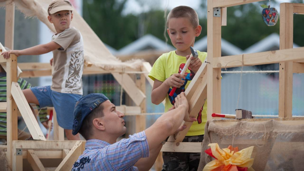 For this story only - Volunteering on Fathers Day_1560531522652.jpg-75042528.jpg80321978