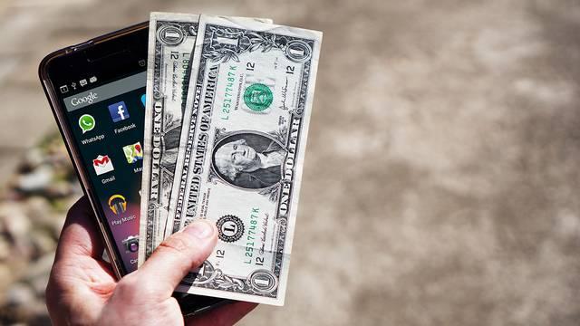 money-payday-cellphone-internet_1519933103467-75042528.jpg86545956