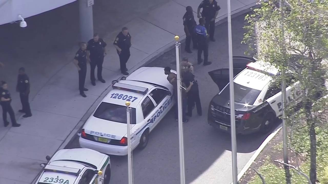 2 students detained after brawl in cafeteria at Miami Edison Senior High School20190308174844.jpg