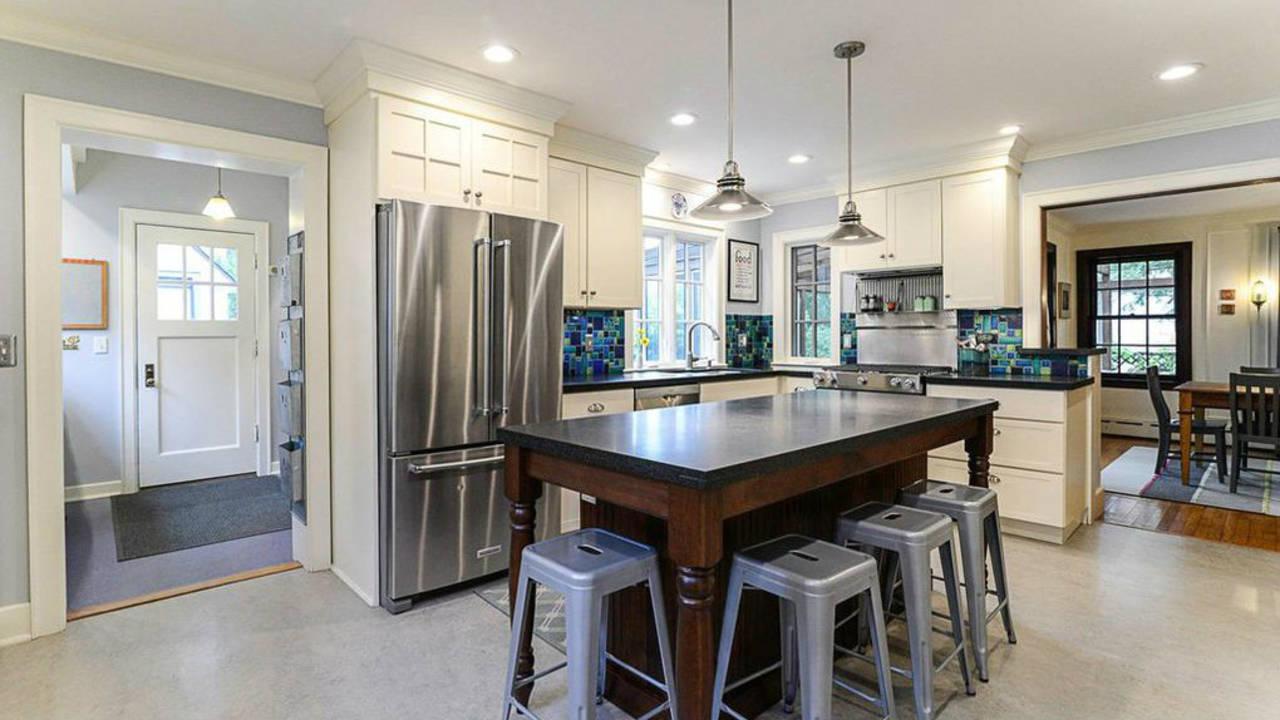 2023 Seneca Ave kitchen