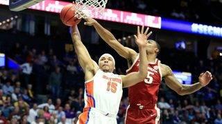 Florida keeps NCAA tournament hopes alive with Arkansas win