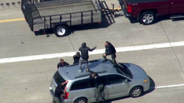 suspect tackle on van I-75_1504889935363.jpg