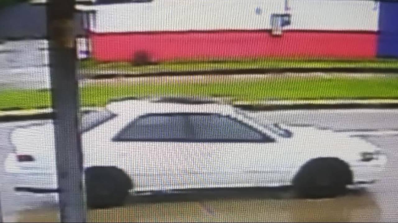 Car crashes into Pasadena bar while employee cleans