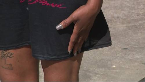 'Clearly see her breasts': Principal holds PTSO meeting over parent dress code