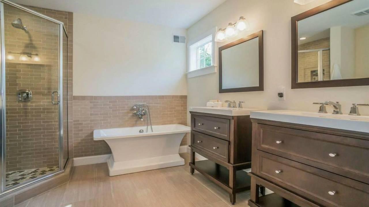 1801 Charlton St master bath