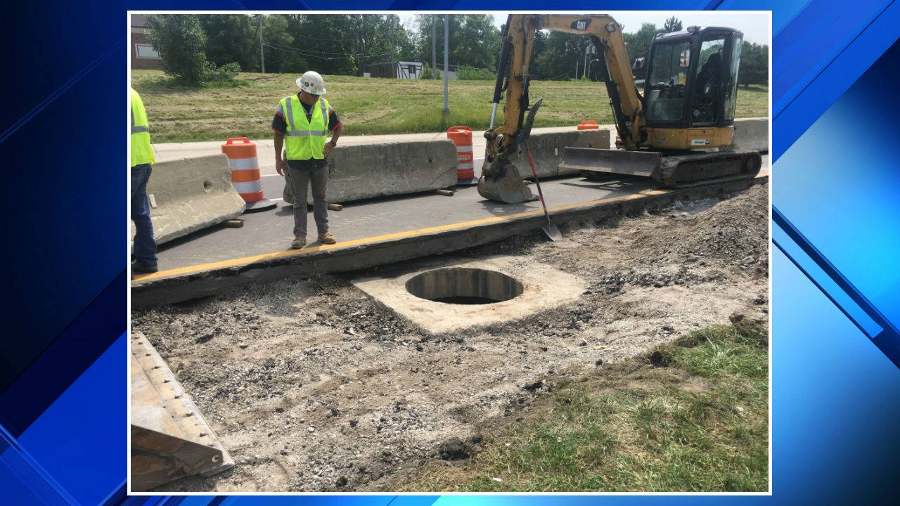 Mound Road sinkhole repairs in Warren