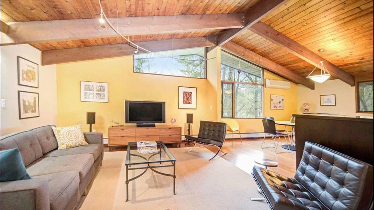 4194 Thornoaks Dr living room