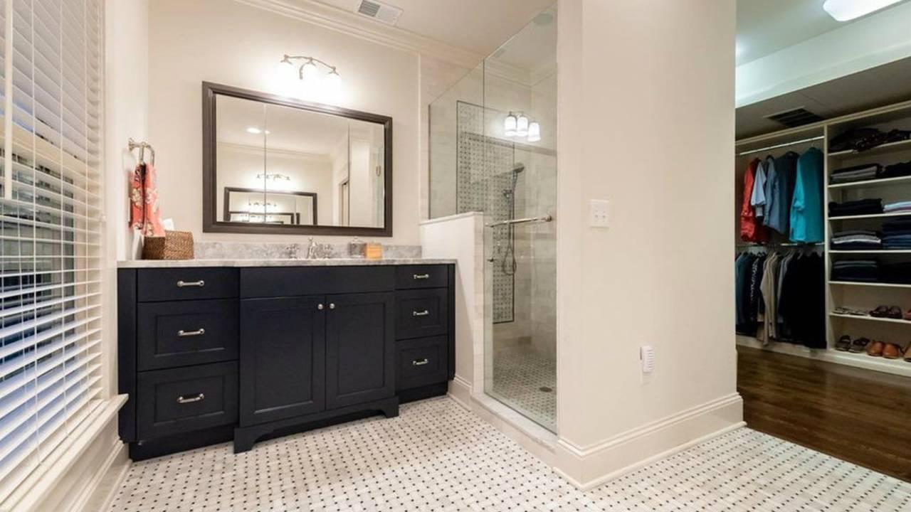911 Olivia Ave. master bath