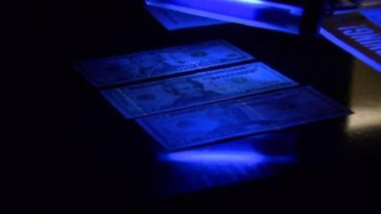 Counterfeit money 3_13033812