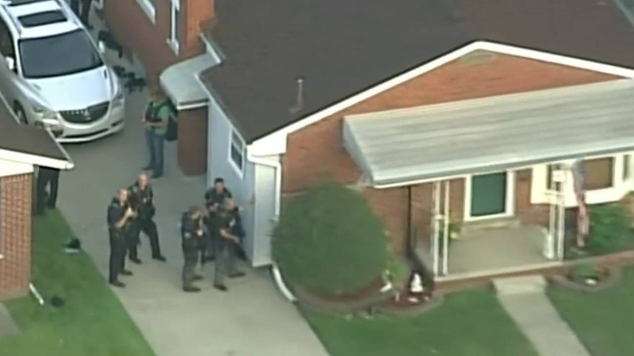 Armed police St Clair Shores standoff