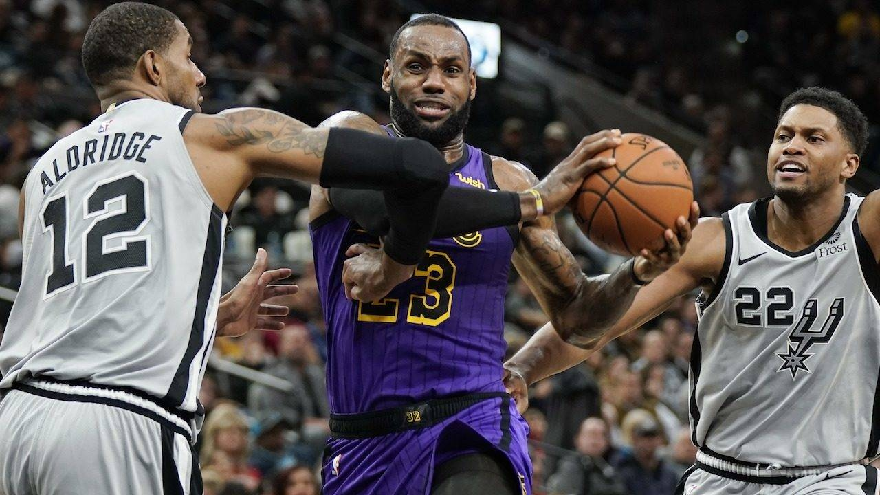 5e7ab7920 Spurs rally from down 12 in fourth quarter to beat LeBron...