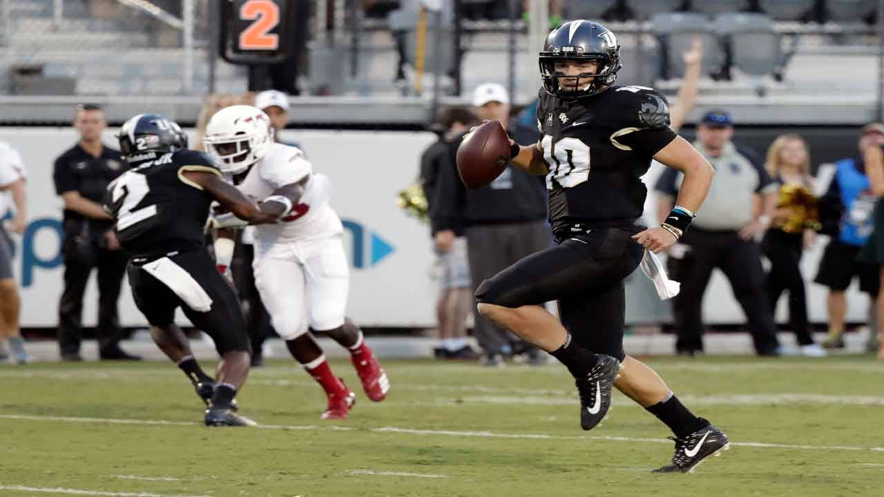 UCF Knights QB McKenzie Milton runs for TD vs FAU Owls in 2018