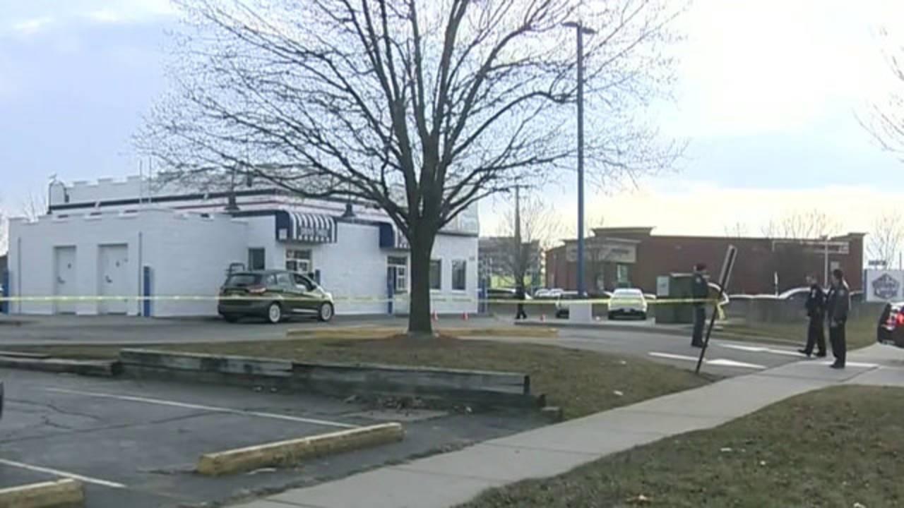 ROyal Oak police shooting white castle_1523444170583.jpg.jpg