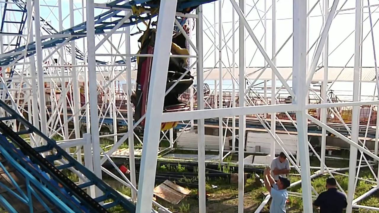 Roller coaster passed inspection hours before going off tracks20180615225240.jpg