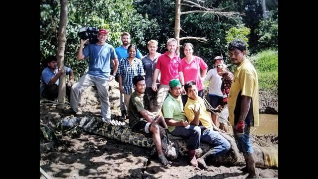 crew with locals borneo_1512585583493.jpg