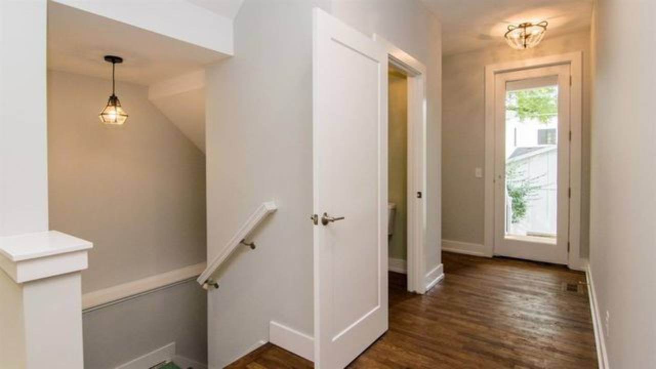 1886 Miller Ave entryway