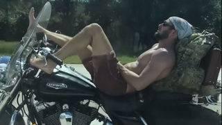 Jacksonville motorcyclist kicks back, drives with feet on I-95