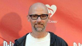 Moby apologizes to Natalie Portman for claiming they dated