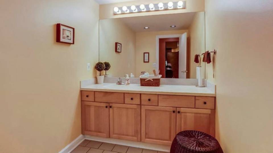 1906 Old Orchard Ct. bathroom
