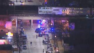 2 Chicago police officers killed by metro train