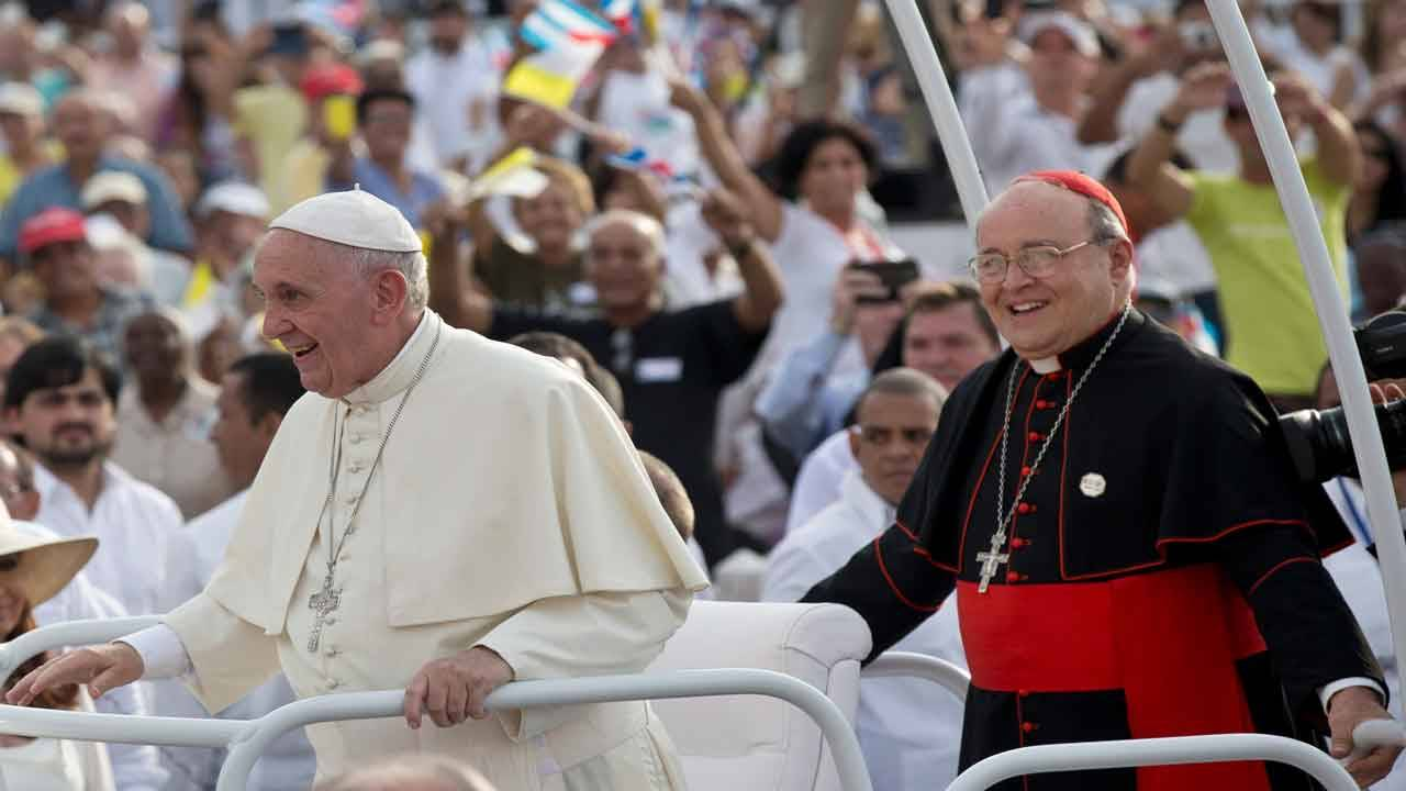 Cardinal Jaime Ortega and Pope Francis in 2015