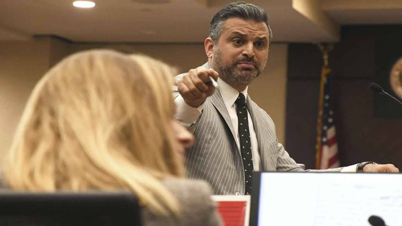Defense attorney Saam Zangeneh points at prosecutor Georgia Cappleman during closing arguments