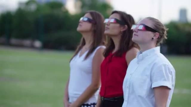 Solar eclipse glasses fake, video, consumer watch22639392-75042528
