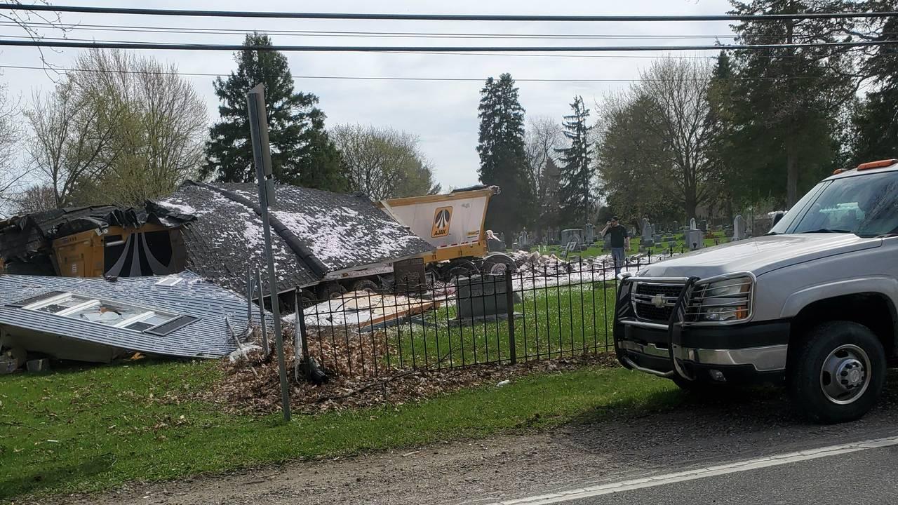 Semi truck crashes into house Macomb Township 2