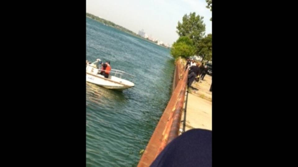 bodies Detroit canal4_15571928