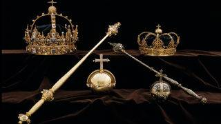 Thieves steal Swedish royal jewels, flee in speedboat